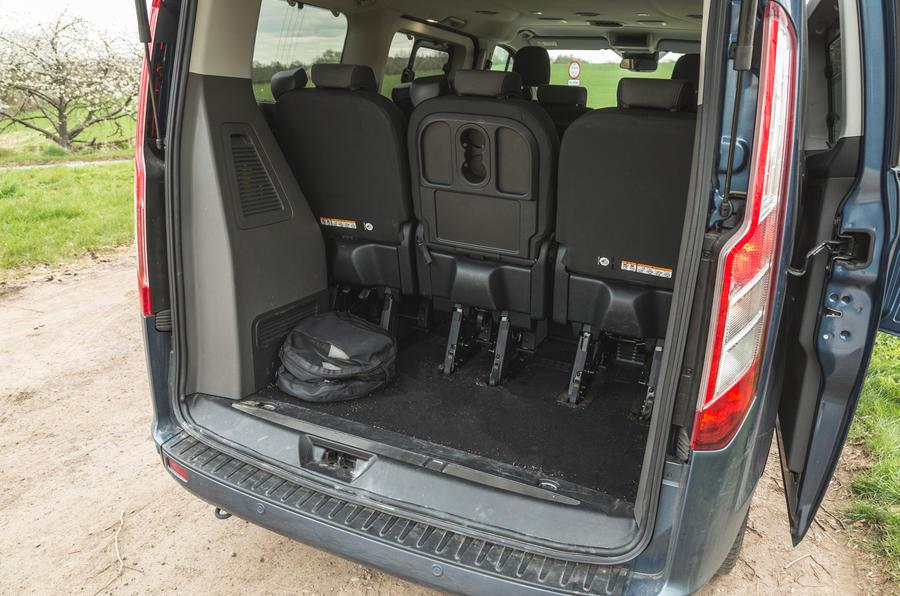 17 Ford Tourneo 2021 LT coffre