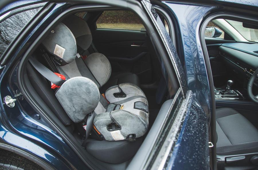 17 Mazda MX 30 2021 : révision à long terme des sièges arrière