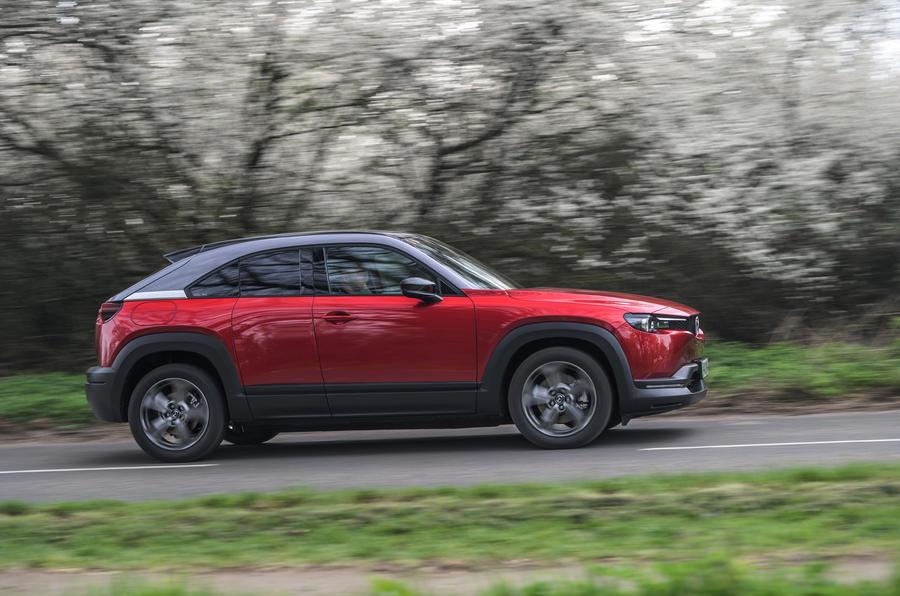 2 Mazda MX 30 2021 LT côté héros