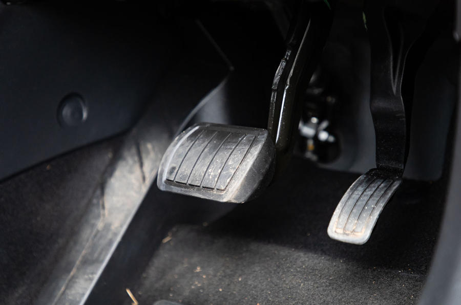 Vauxhall Corsa 2020 : bilan à long terme - pédales