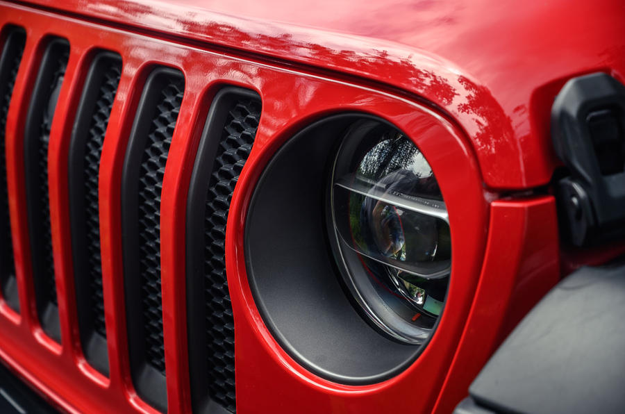 Jeep Wrangler Rubicon 2020 : bilan à long terme - phares