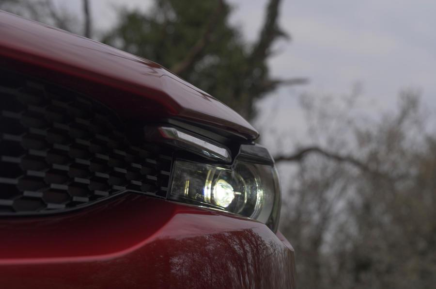 3 Mazda MX 30 2021 LT phares