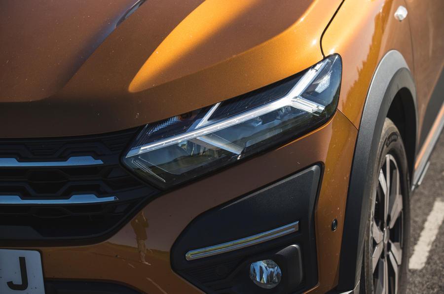 4 Phares de la Dacia Sandero Stepway 2021 LT