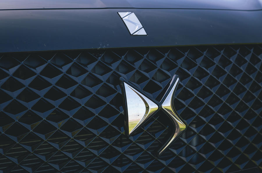 DS 7 Crossback 2019 long-term review - grille badge