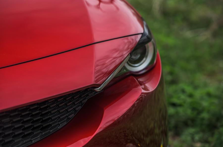 4 Mazda MX 30 2021 LT nez