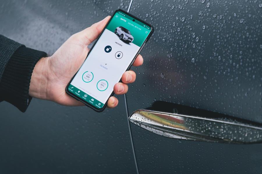 4 Sur l'abonnement de la voiture pour un essai à long terme smartphone déverrouillé