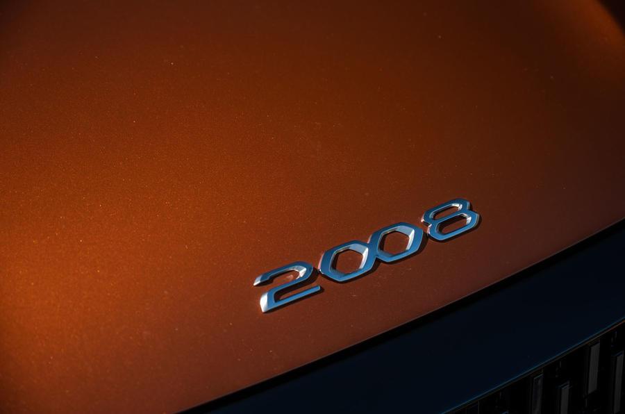 Peugeot 2008 2020 : essai à long terme - capot