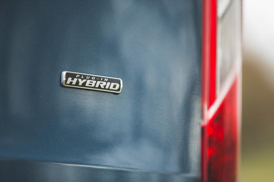 5 Ford Tourneo 2021 LT badge arrière