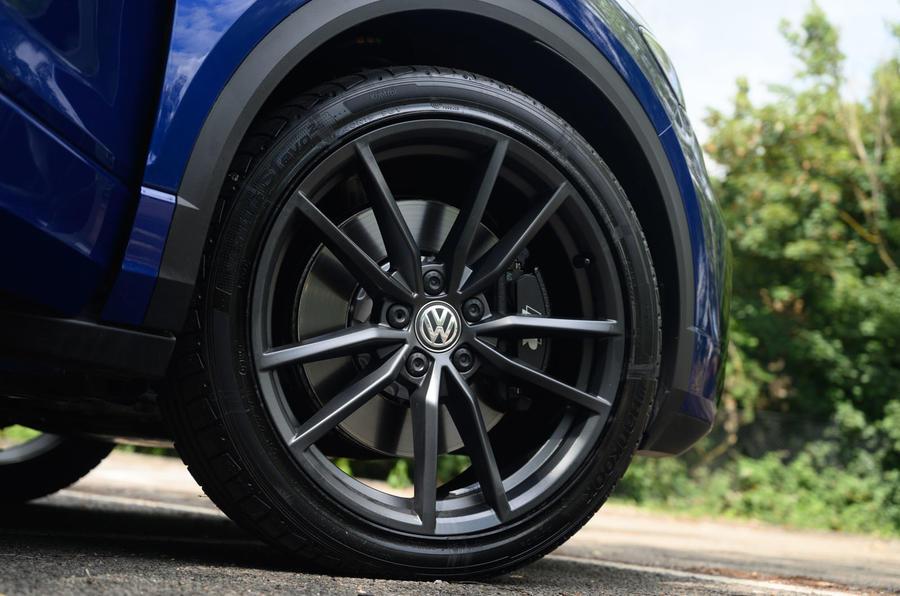 Volkswagen T-Roc R 2020 : révision à long terme - roues en alliage
