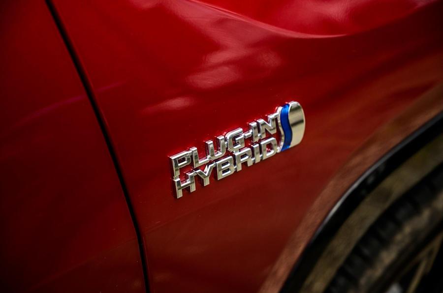6 Badge latéral Suzuki Across 2021 long term review
