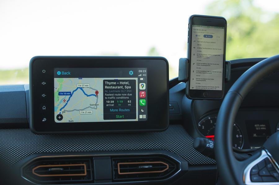 7 Dacia Sandero Stepway 2021 LT infotainment