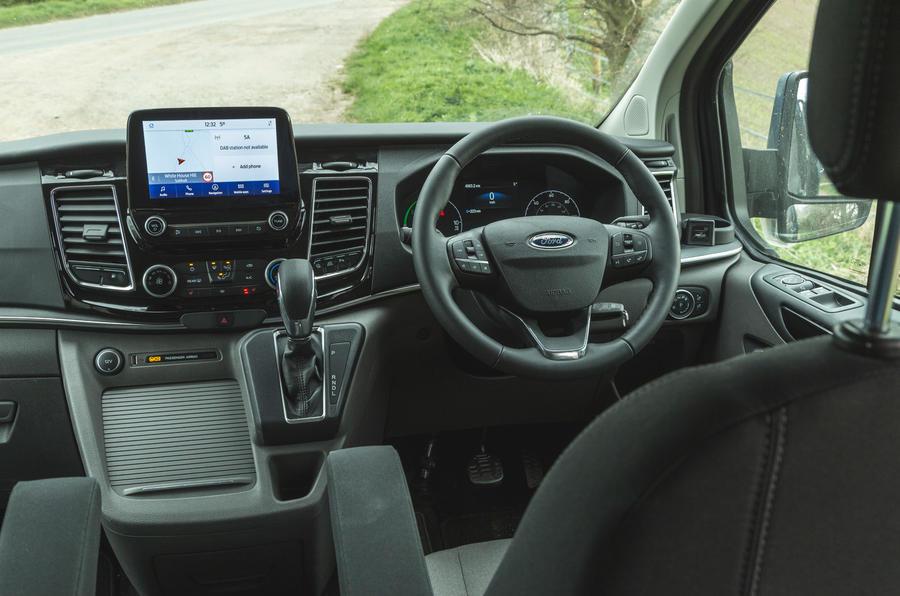 7 Ford Tourneo 2021 LT cabine