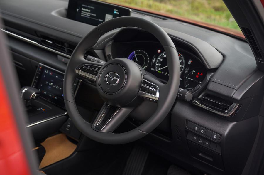 7 Volant de Mazda MX 30 2021 LT