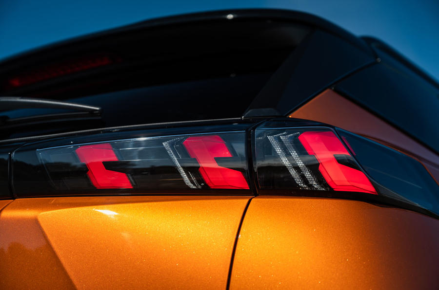 Peugeot 2008 2020 : essai à long terme - feux arrière