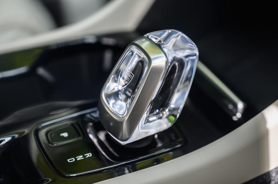 Volvo XC40 Recharge T5 2020 : bilan à long terme - levier de vitesse
