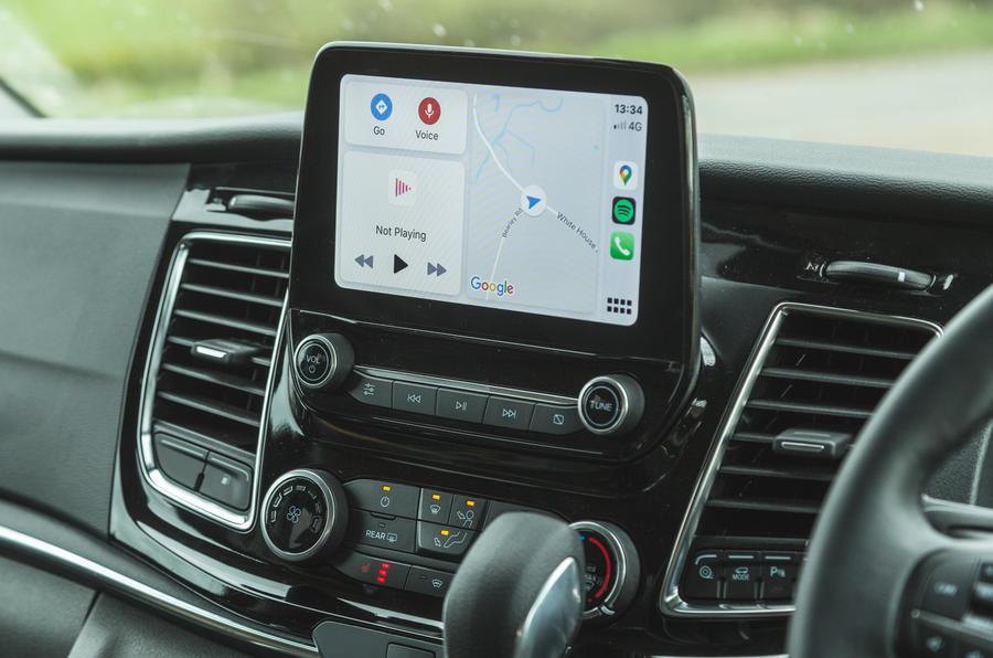 8 Ford Tourneo 2021 LT infotainment