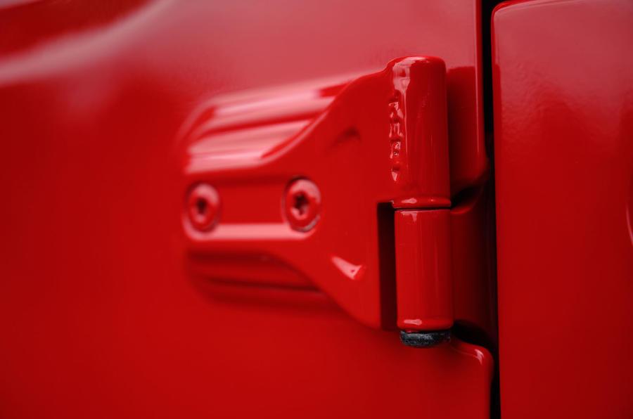 Jeep Wrangler Rubicon 2020 : bilan à long terme - les charnières