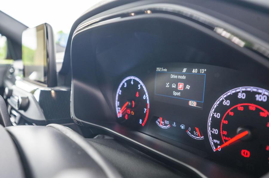 Ford Focus ST 2020 : révision à long terme - instruments