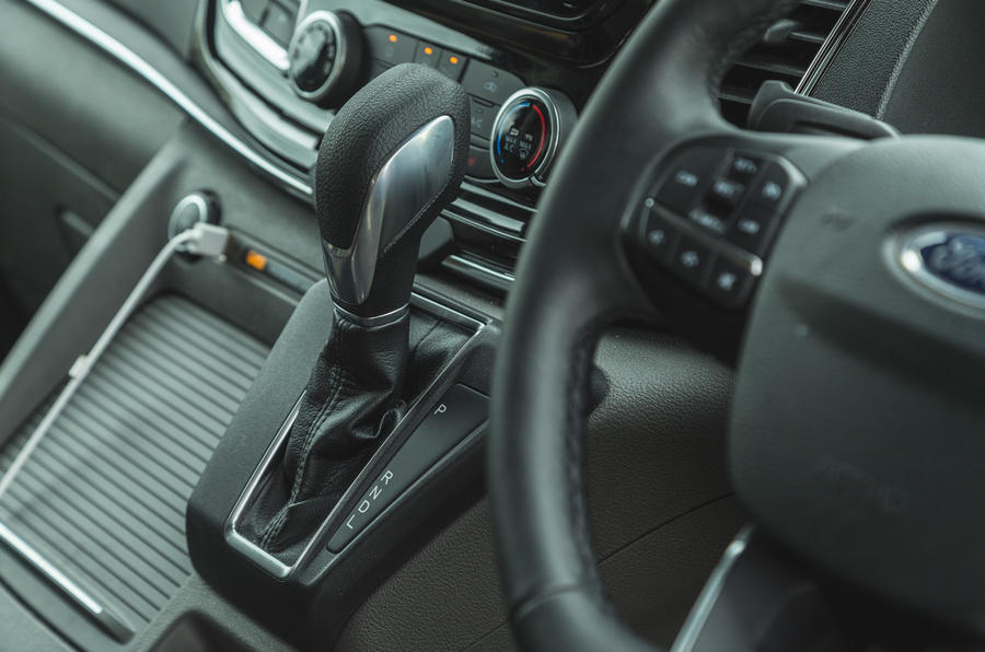 9 Ford Tourneo 2021 LT levier de vitesse