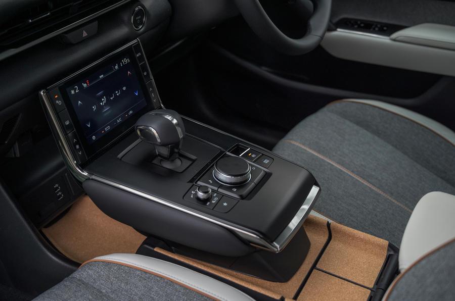 9 Console centrale Mazda MX 30 2021 LT