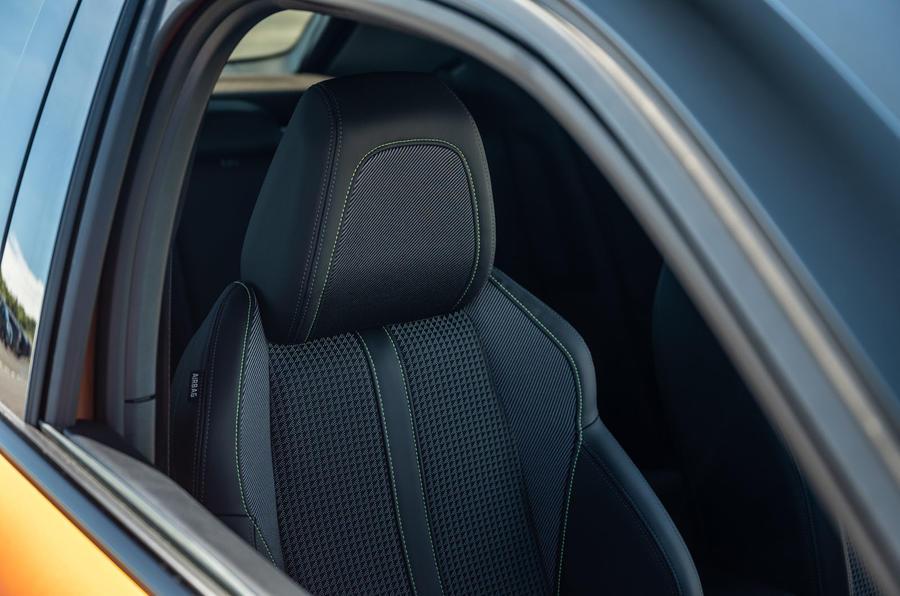 Peugeot 2008 2020 : essai longue durée - sièges avant