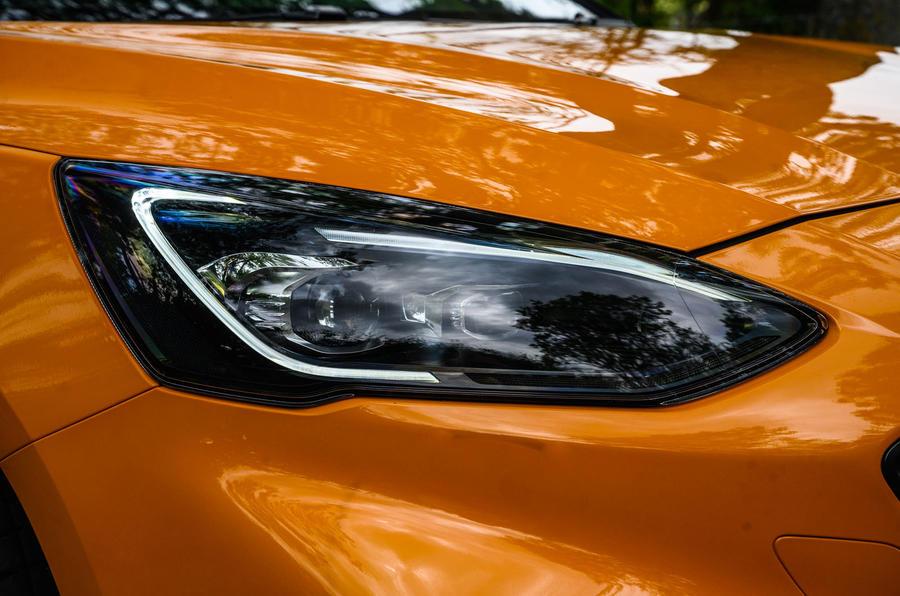 Examen à long terme de la Ford Focus ST 2020 - phares