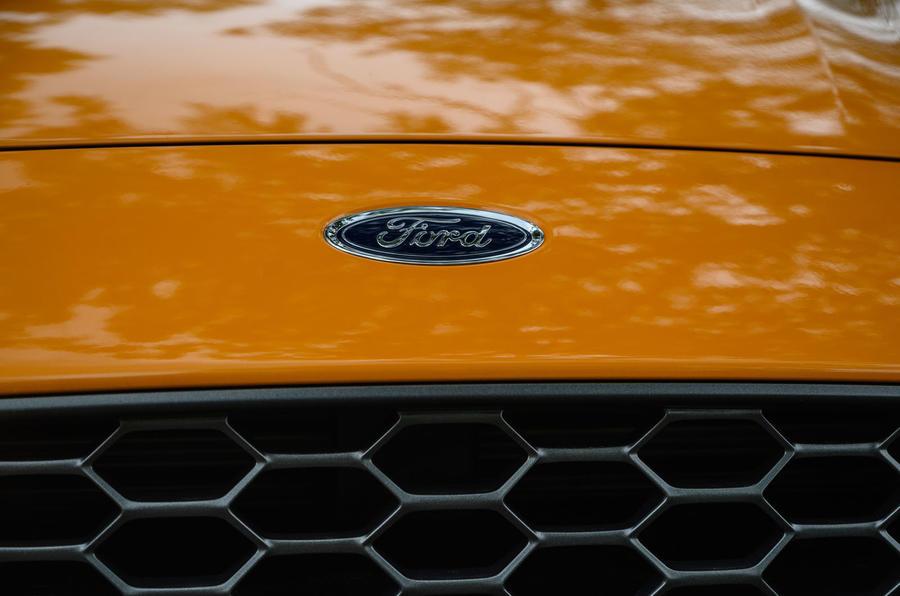 Ford Focus ST 2020 : révision à long terme - badge à l'avant