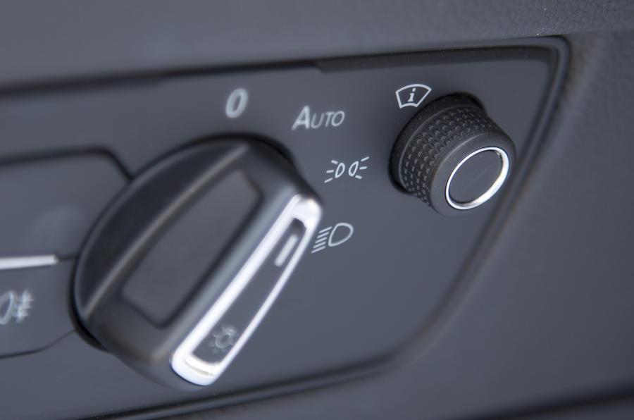 Volkswagen Passat GTE head-up display