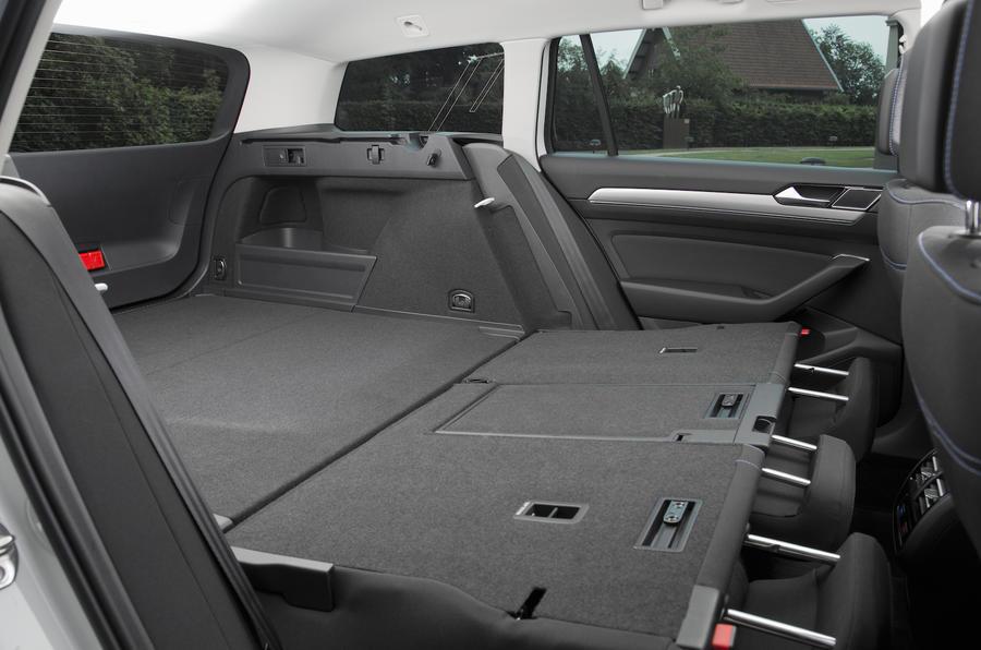 Volkswagen Passat GTE boot space