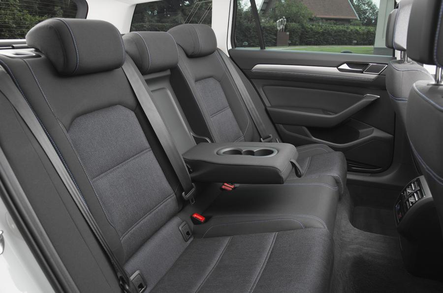 Volkswagen Passat GTE rear cupholder