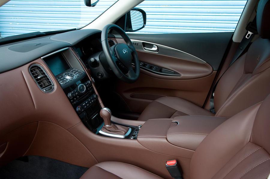 Infiniti EX interior