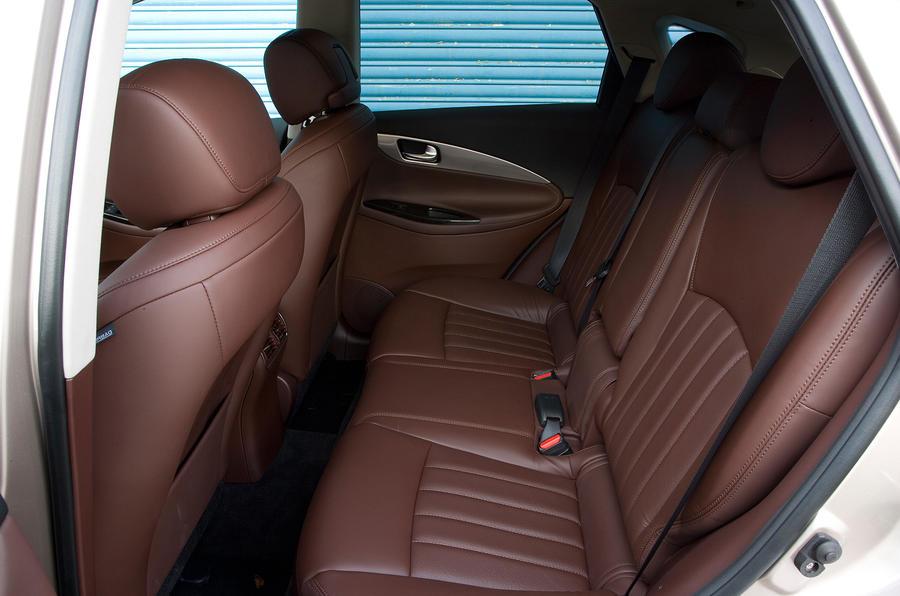 Infiniti EX rear seats