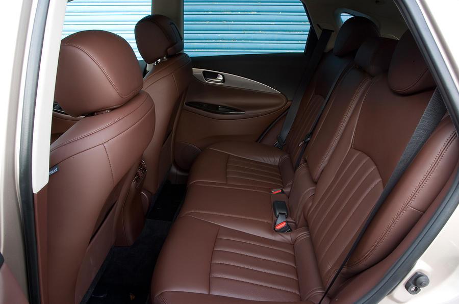Infiniti EX rear seats