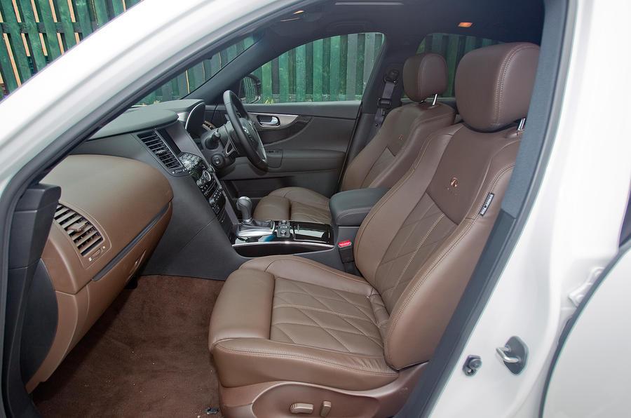 Infiniti FX front seats