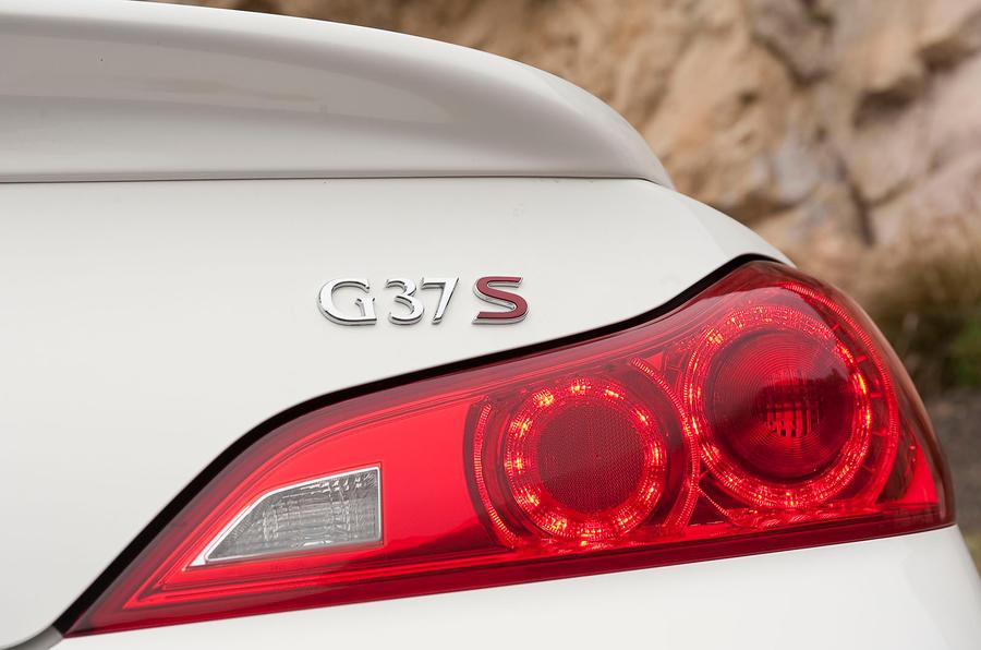 Infiniti G Series rear lights