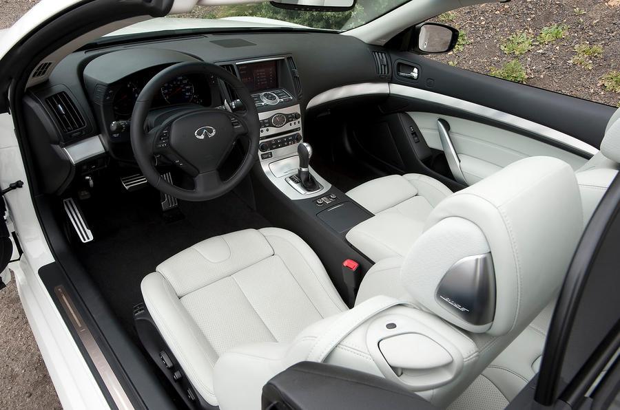 Infiniti G Series covertible interior