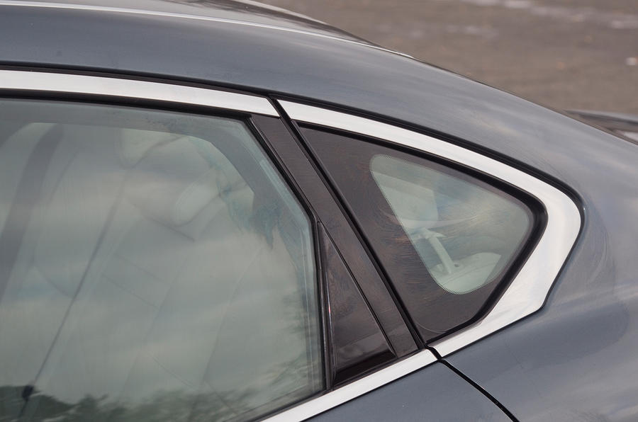 Infiniti M rear window