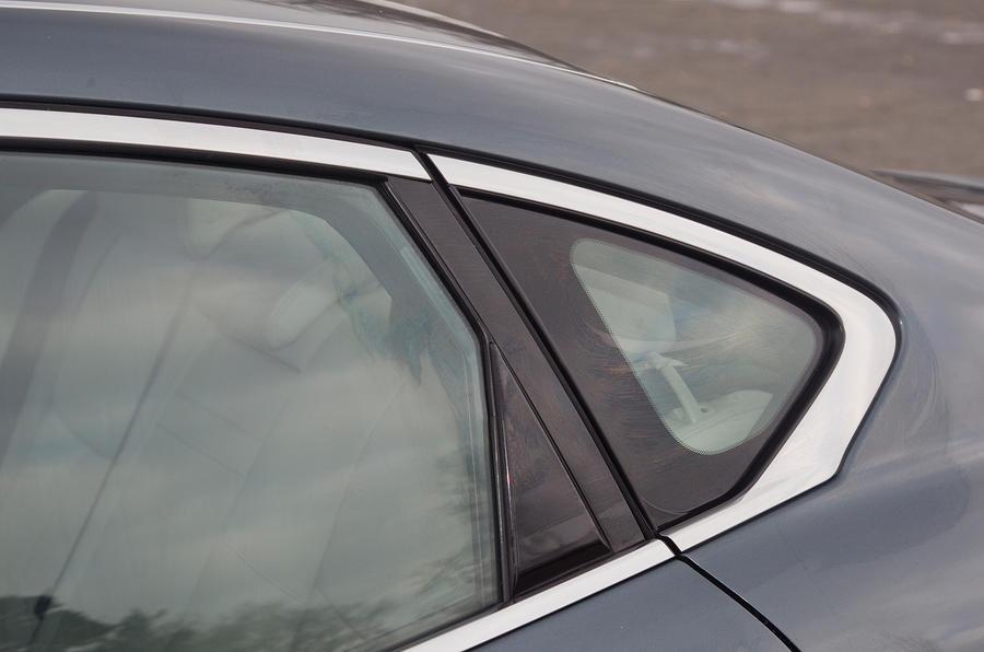Infiniti M rear window