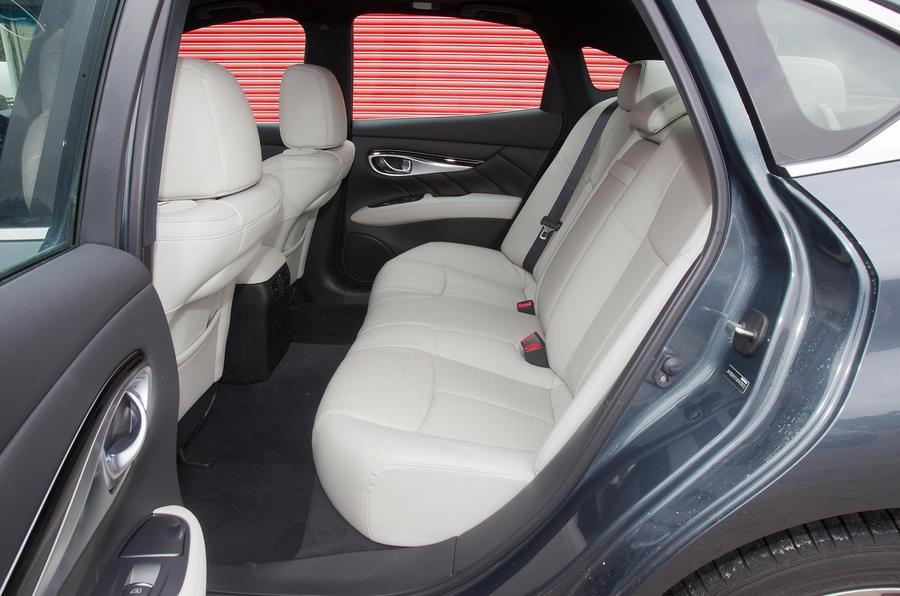 Infiniti M rear seats