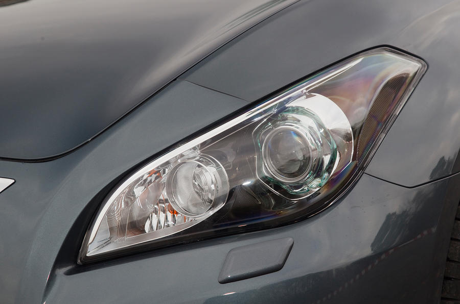 Infiniti M xenon headlights