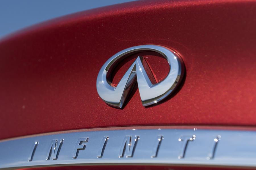 Infiniti badge
