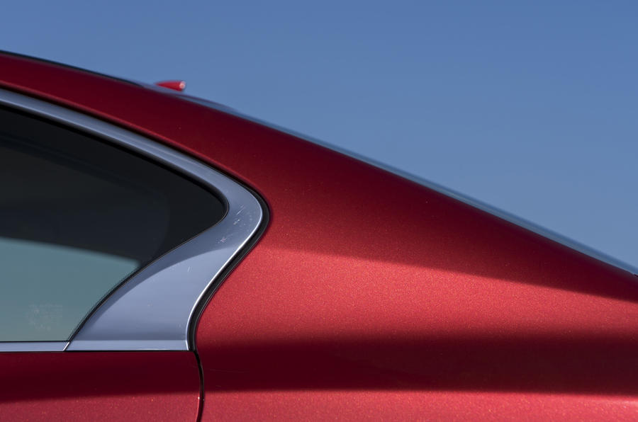 Infiniti Q50 rear window design
