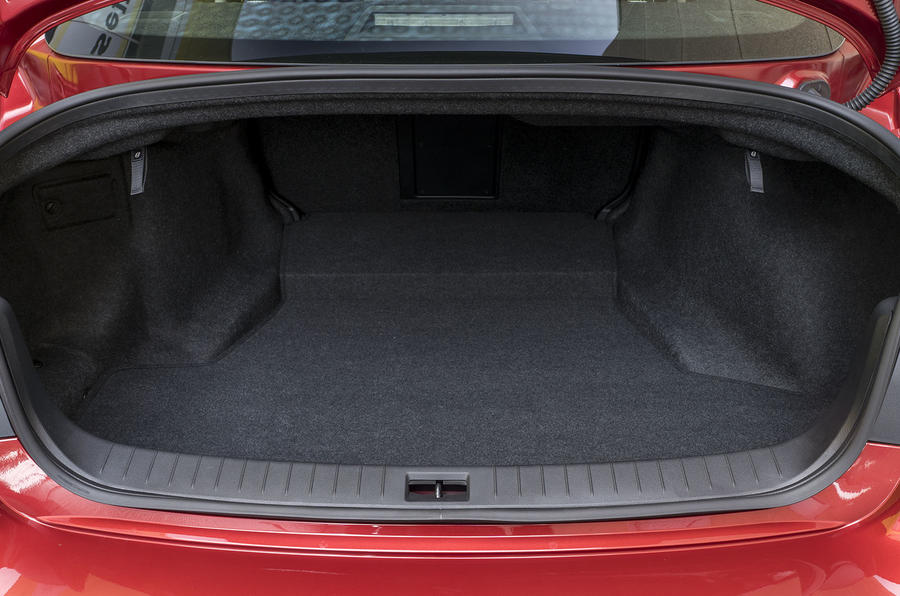 Infiniti Q50 2.0t Sport boot space