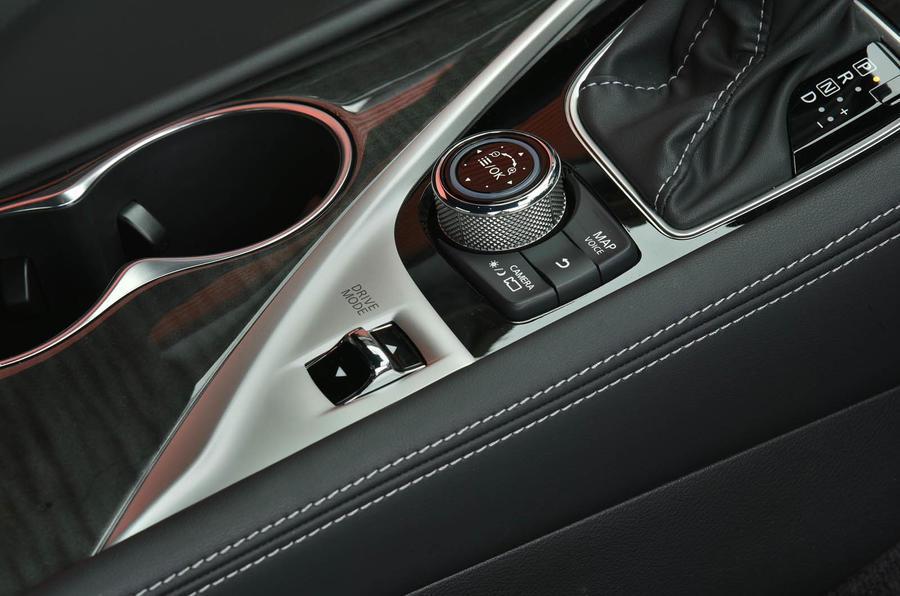 Infiniti Q60 driving modes