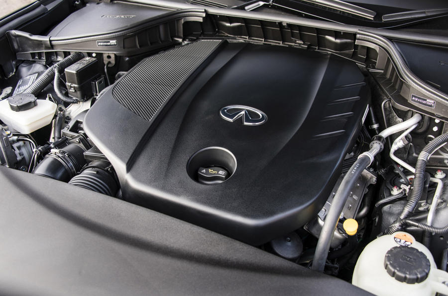 Infiniti Q70 engine bay