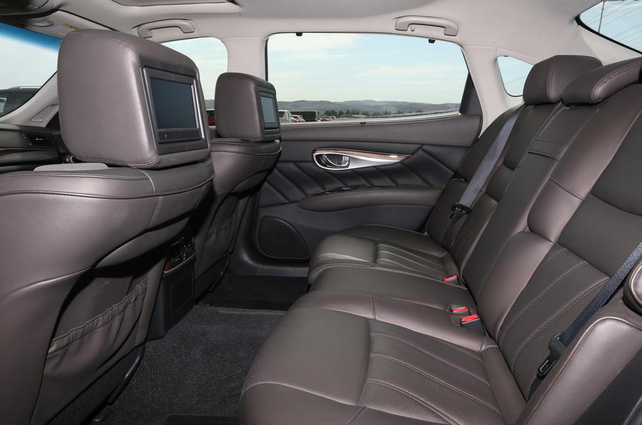 Infiniti Q70L rear seats