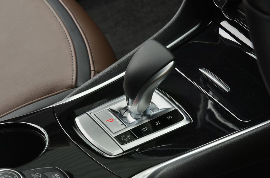 Infiniti QX30 automatic gearbox