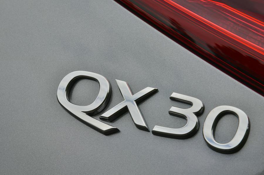 Infiniti QX30 badging