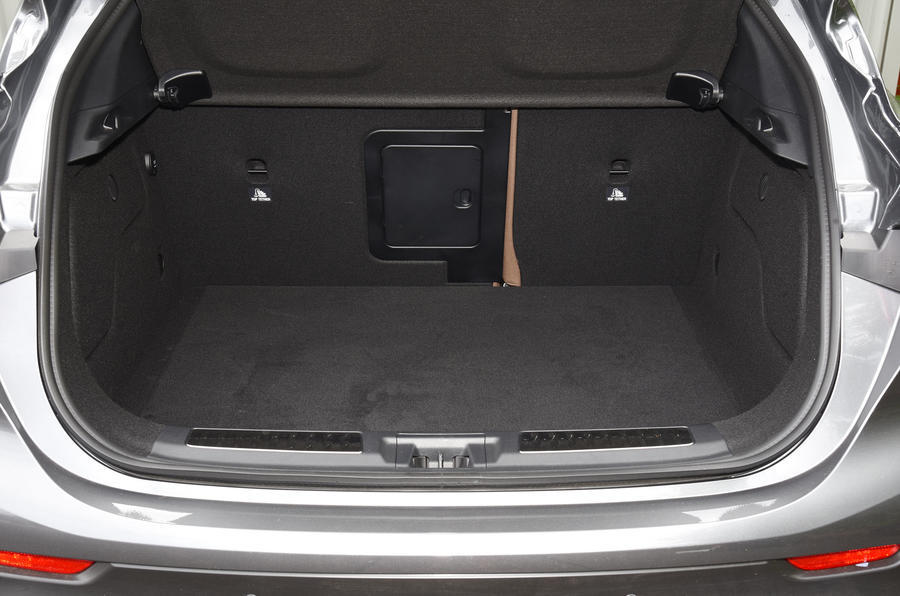 Infiniti QX30 boot space