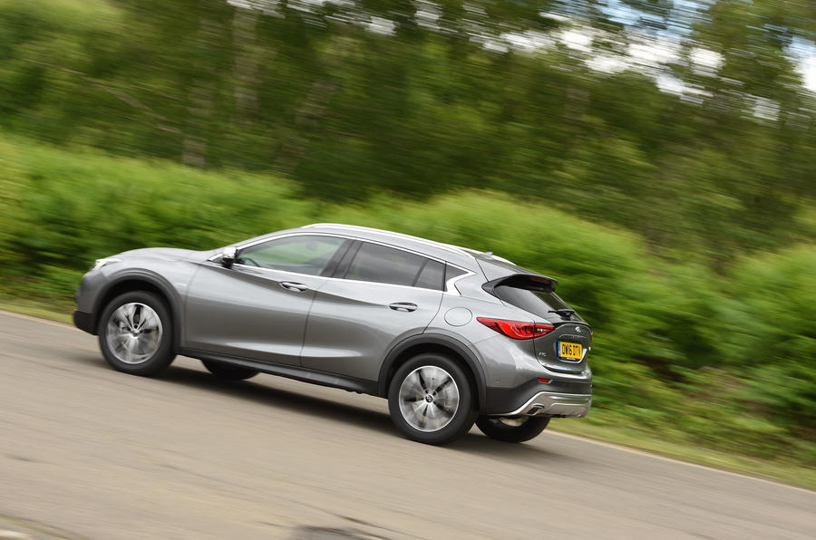 Infiniti QX30 rear cornering